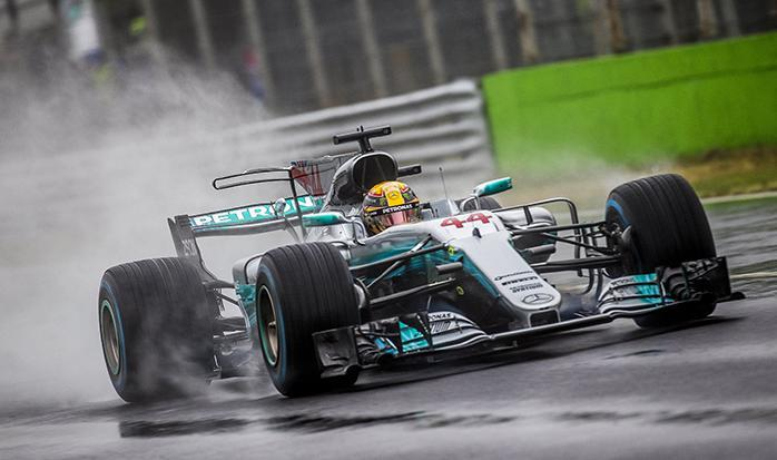 """Lūiss Hamiltons no """"Mercedes"""" Formula F1 - Sportazinas.com"""