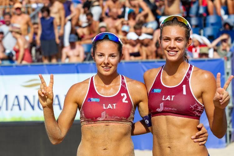 Anastasija Kravčenoka un Tīna Graudiņa, sportazinas.com