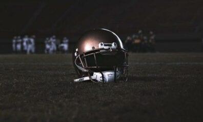 Amerikāņu futbola spēlētāju ķivere, www.sportazinas.com
