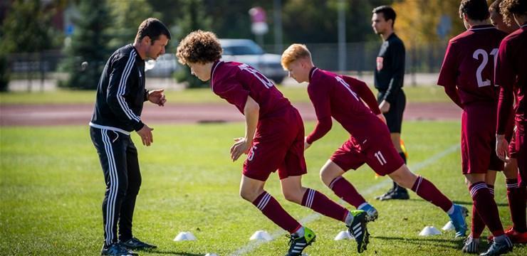 Latvijas U17 futbolisti, sportazinas.com