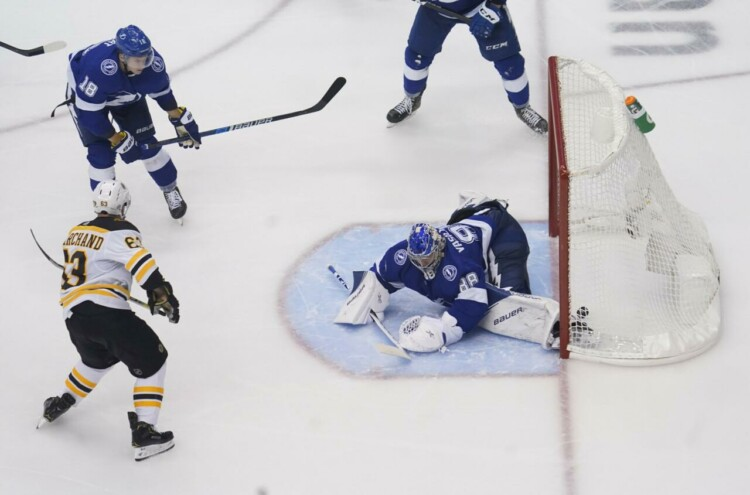"""Bruins"" un ""Lightning"" hokejisti"