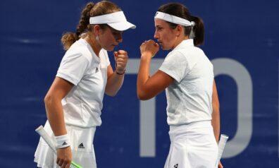 Aļona Ostapenko un Anastasija Sevastova | Foto: AP/Scanpix