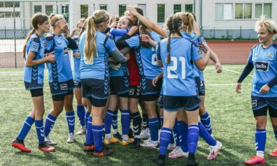 Rīgas futbola skolas futbolistes